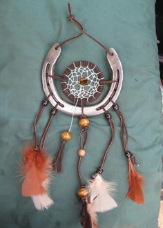 Horse shoe dream catcher Horseshoe Projects, Horseshoe Crafts, Horseshoe Art, Horseshoe Ideas, Adult Crafts, Diy And Crafts, Arts And Crafts, Rustic Crafts, Metal Crafts