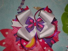 Name of Vendor Link to Vendor Page www.facebook.com/ittybittychikfashions Brief Description of the Item : I cupcakes Big stack bow on alligator clip Starting Bid : $5 Bid Increment Amount $1 Shipping Fee $2.50  Any other special instructions