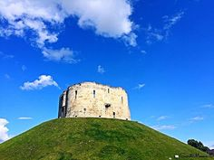 Another beautiful day in #york. Clifford's Tower is the largest surviving structure of York Castle. #travelgram #pictureoftheday #cliffordstoweryork #beautifulday #visityorkshire
