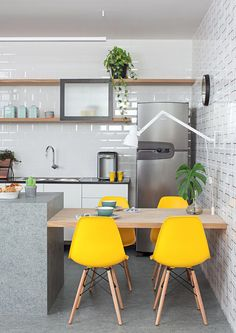 6 Simple and Crazy Tips Can Change Your Life: Cottage Kitchen Decor Ideas yellow kitchen decor aqua.Country Kitchen Decor Ideas rustic kitchen decor for counters. Home Decor Kitchen, Kitchen Interior, Home Kitchens, Kitchen Ideas, Decorating Kitchen, Studio Kitchen, Kitchen Wood, Room Kitchen, Kitchen Gourmet