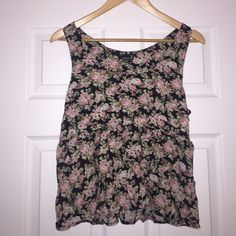 Forever 21 Floral Flowy Tank This tank is in EUC! Worn 2-3 times in the summer; otherwise in perfect condition! Top is a floral tank. Size is Medium. Worked well layered over a black cami underneath!  Forever 21 Tops Tank Tops