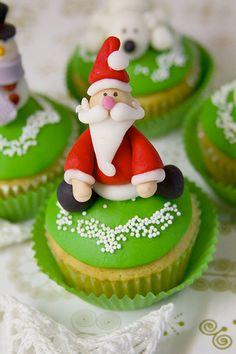 FUN Santa Claus Christmas Cupcake Decoration