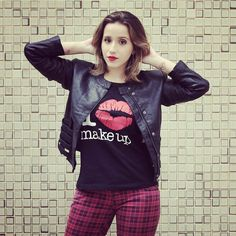 Bom dia giiiiirls! Já tem um look poderoso no blog, com cupom de desconto para as leitoras que também amam maquiagem! Vem comigo: www.fashionflats.com.br #lookdodia #dujour #dodia #wiwt #fashionblogger #blogger #blogueirascariocas #itblogs #ilovemakeup #entertshirt #desconto #rockinroll #ootd