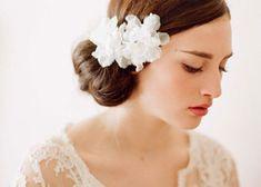 〔結婚式の髪型〕ミディアムヘアのブライダルヘアアレンジまとめ