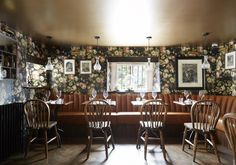 Our #pub & #restaurant, Mr Hanbury's Mason Arms, serves an inventive #menu of #seasonal & home-grown produce in a fun and eclectic setting, all helped along nicely with fine wines and local ales. #Oxford #interiors #interior #design #william #morrison #wallpaper #floreal #country #pub #restaurant