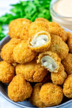 These fried mushrooms are crispy, perfectly coated and simply delicious: packed with flavor, flour and breadcrumbs make them stand out and texture perfect. Easy to make with step by step pictures and naturally vegan. #vegan #dairyfree #vegetarian #dinner #lunch #appetizers #friedmushrooms #contentednesscooking Fried Mushrooms, Stuffed Mushrooms, Stuffed Peppers, Appetizer Dips, Appetizer Recipes, Toasted Ravioli, Mushroom Risotto, Potato Cakes, Mushroom Recipes