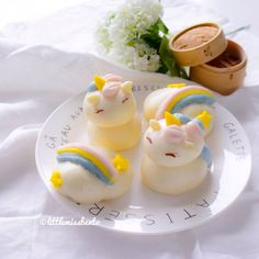 🦄 Homemade Unicorn steam buns (bao) trying new designs for my steamed buns! Loving the pastel colors too 🌈 Steam Buns Recipe, Bun Recipe, Steamed Cake, Steamed Buns, Bento Box Lunch, Bento Lunchbox, Cute Food, Good Food, Macaroon Cake