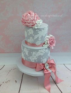 Grey wedding cake cake, I love the color mix. It classically beautiful!