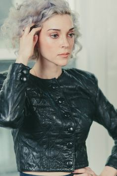 Vincent, by Rachael Wright St Vincent Annie Clark, Saint Vincent, Silver White Hair, Alison Mosshart, Space Fashion, Ordinary Girls, Women Of Rock, Grey Hair, Girl Crushes