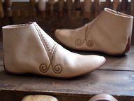 Shoes from Staraya Ladoga, type III, VII-IX centuries. Viking Garb, Viking Reenactment, Viking Clothing, Shoe Crafts, Medieval Dress, Designer Boots, Costume, Custom Shoes, Sock Shoes