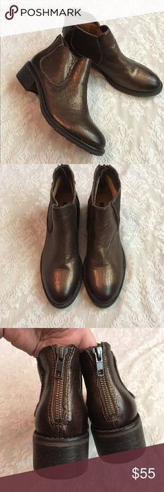 """Modern Vintage"" metallic Jo ankle boots These gorgeous boots are sure to make any outfit pop! Beautiful metallic shine, soft leather inside with zip up backs. They have a small heel but aren't heavy! In great used condition. Modern Vintage Shoes Ankle Boots & Booties"