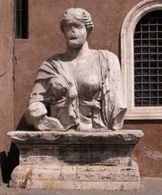 """Madama Lucrezia, one of the five """"talking statues"""" of Rome"""