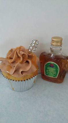 Yellow cake, caramel buttercream icing, salted caramel drizzle, infused with Crown Royal Apple Liquor Cupcakes, Drunken Cupcakes, Royal Cupcakes, Alcoholic Cupcakes, Peach Cupcakes, Apple Cupcakes, Cupcake Recipes, Cupcake Cakes, Cupcake Ideas