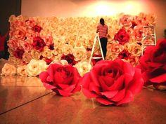 Dịch vụ trang trí đám hỏi bằng hoa giấy chuyên nghiệp tại Omeliza. http://omeliza.com/a81/trang-tri-dam-hoi-dep-bang-hoa-giay.html. Mẫu backdrop trang trí hoa giấy đẹp mắt nhất.