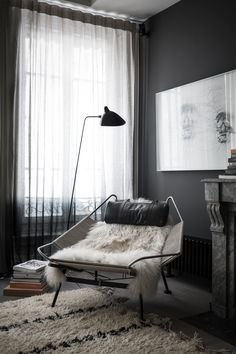 Cozy reading corner: Dark walls and dark interior decor turn this place into a private zone. A cuddly carpet and a white fur add some coziness to this living room. Cabinet D Architecture, Interior Architecture, Room Inspiration, Interior Inspiration, Dark Interiors, Interior Exterior, Room Interior, Design Case, Home Fashion