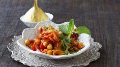 Leichter Genuss unter 400 Kalorien: Kichererbsen-Tomaten-Curry | http://eatsmarter.de/rezepte/kichererbsen-tomaten-curry