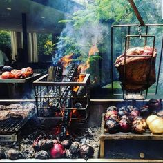 This looks like a grilling Paradise 😛😛 ・・・ South American cuisine and grills need to find their way to the USA! Photo courtesy of . Outdoor Grill Area, Outdoor Kitchen Patio, Diy Grill, Barbecue Grill, Parilla Grill, Asado Grill, Brazilian Bbq, Argentine Grill, Open Fire Cooking