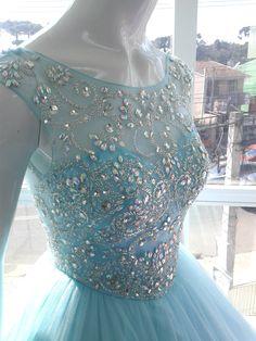 Vestido para Locação Para Debutantes , 15 anos Cor: Azul Tyffani Veste ,manequim 36/38 Loja Noivas Krryzzon