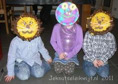 kikker masker knutselen Leeuwen, Wreaths, Halloween, Fictional Characters, School, Home Decor, Art, Carnival, Paper