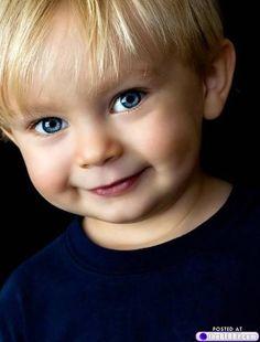 Such a cutie with beautiful eyes. Precious Children, Beautiful Children, Beautiful Babies, Happy Children, Little Babies, Little Boys, Cute Babies, Lil Boy, Baby Kind