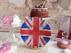 Shabby Union Jack Plate for Dollhouse by Twelvetimesmoreteeny, €2.80 Etsy