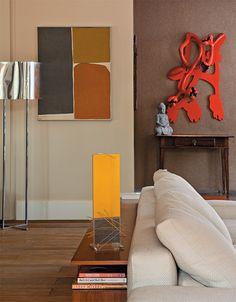 Neste apartamento, sobra espaço para obras de arte brasileiras - Casa