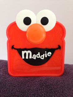 Elmo Sandwich container Elmo Sesame Street, Silhouette Cameo Projects, Activities For Kids, Container, Vinyls, Cricut Ideas, Party Ideas, Silouette Cameo Projects, Children Activities