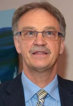 Maurizio Fermeglia: Rettore dell'Università degli Studi di Trieste, membro di diversi istituti di ricerca nel campo dell'ingegneria chimica.