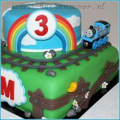 I wish I could make fabulous fondant cakes like this!