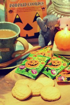 おはようございます☕️ ⌘パンプキンシェイプクッキー ⌘エイム クッキーというよりはサブレ( ^ω^ ) ちなみにかぼちゃ味ではないよ。  #写真 #スイーツ #コーヒー #クマ #カフェ #カルディ #お菓子 #パンプキン#ハロウィン  あと2回かな… 「朝のコーヒータイム☕️」は…