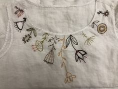 Hand Embroidery Dress, Hand Embroidery Projects, Embroidery On Clothes, Flower Embroidery Designs, Embroidery Suits, Embroidered Clothes, Ribbon Embroidery, Saree Blouse Neck Designs, Blouse Designs
