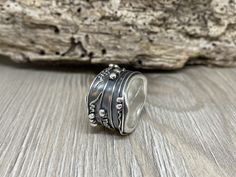 #ARTEP #artepbijoux #artepschmuck #handmade #bijoux #natursteinketten #silberschmuck #Workshop #Kurse #artclay #artclaysilver #Silver999 #silber #Ring #Anhänger #amulett #Leatherbracelet #weddingring  #artclayworkshop #artclayswiss #Silverclay #Metalclay #metalclaysilver #enamel #Feinsilber #Bronceclay #KeumBoo #Gothik #swiss Metal Clay, Rings For Men, Workshop, Enamel, Wedding Rings, Silver, Handmade, Jewelry, Art