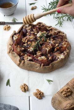 Rustic pie with figs, fresh goat cheese, rosemary - Rustic pie with figs, fresh goat cheese, rosemary - Potato Pizza Recipe, Pizza Recipes, Veggie Recipes, Vegetarian Recipes, Chicken Recipes, Cooking Recipes, Healthy Recipes, Apple Recipes, Fall Recipes
