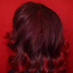 Mesmerized by these shiny and deep Blood Moon curls on Strawberry Blonde Hair Color, Strawberry Hair, Red Blonde Hair, Dyed Red Hair, Dye My Hair, Dark Hair, Red Burgundy Hair Color, Deep Red Hair Color, Vibrant Red Hair