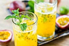 The Passion Fruit Mojito is a special version of the traditional Cuban mojito. The passion fruit makes it tangy, the mint makes it refreshing Mojito Cocktail, Lychee Fruit, Caribbean Drinks, Caribbean Recipes, Caribbean Food, Easy Cocktails, Cocktail Recipes, Popular Cocktails, Milkshakes