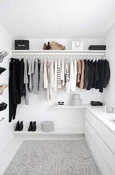Un Closet Luminoso Y Minimalista