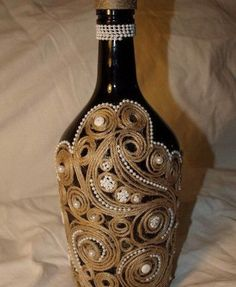 It is a website for handmade creations,with free patterns for croshet and knitting , in many techniques & designs. Glass Bottle Crafts, Wine Bottle Art, Diy Bottle, Bottles And Jars, Glass Bottles, Twine Crafts, Altered Bottles, Recycled Bottles, Bottle Painting