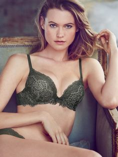 Just Lounging: Behati Prinsloos Sexy New Victorias Secret Images