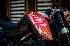 Your love for art, motorcycles, and Resident Evil series will reach the next level when you will carefully analyze this KTM Duke 200 Zombie Edition. Duke Motorcycle, Duke Bike, Ktm Duke 200, Bike Couple, Racing Stickers, Hacker Wallpaper, Dont Touch My Phone Wallpapers, Custom Sport Bikes, Yamaha Bikes