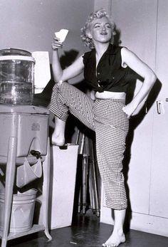 Marilyn Monroe photographed by Richard Avedon, 1957 - Marilyn Monroe (Norma Jeane Baker) - Photos Estilo Marilyn Monroe, Marilyn Monroe Fotos, Marilyn Monroe Clothes, Marylin Monroe Body, Marilyn Monroe Makeup, Harold Lloyd, Divas, Philippe Halsman, Julie Christie
