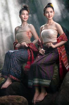 is that a pierced nipple on right? Traditional Thai Clothing, Traditional Dresses, Thailand Costume, Thai Dress, Indonesian Girls, Thai Style, Beautiful Asian Women, Asian Fashion, Asian Woman