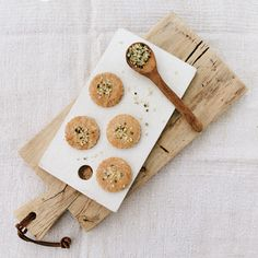 Plätzchen mit Hanfsamen Healthy Snacks, Bakery, Quinoa, Cookies, Miniatures, Hemp Seed Recipes, Vegetarian Recipes, Crispy Cookies, Buckwheat