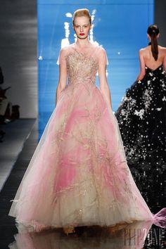 Reem Acra - Ready-to-Wear - Spring-summer 2013 - http://en.flip-zone.com/fashion/ready-to-wear/fashion-houses-42/reem-acra-3044