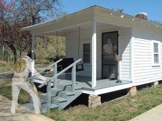 Elvis' house in Tupelo, Mississippi - LOVE this shot!