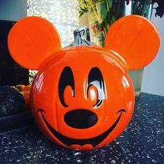 #halloween #disneyhallwoeen #halloweendecor