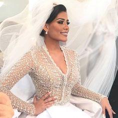 Para começar bem essa sexta feira... Essa noiva linda da @prontaparaosim . 💄 por @jrfiel 👗 @ellisverline 👰🏻 Fabiana Arruda . #vestidodenoiva #vestidoprincesa #noivaprincesa #makedenoiva #maquiagemdenoiva #fotodenoiva #vestidosdenovia #noiva #noivas #casamento #casamentos