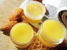 Защитный питательный крем для рук  Ингредиенты:  6 гр пчелиного воска/6 gr of beeswax 20 мл любого жидкого масла/20 ml of oil 15 мл очищенной воды/15 ml of distilled water or floral water