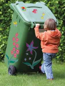 Flower wheelie bin stickers... why have a boring, dull wheelie bin when you could easily tranform it to be the coolest bin on your street? Plus your neighbors will never get your bins mixed up again!