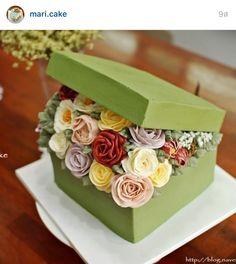 Korea 3D flower buttercream cake Pretty Cakes, Beautiful Cakes, Amazing Cakes, Unique Cakes, Creative Cakes, Flower Basket Cake, Chocolates, Bolo Fack, Gift Box Cakes