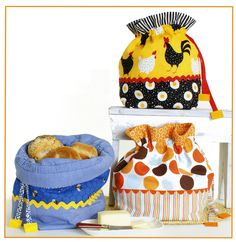 Bread Bags For Everyday By Rose, Cynthia  - These practical bags hold up to a dozen or more rolls while bread is kept soft without exposure to air. Using Insul-Brite also helps keep bread warm longer. Also makes a charming decorations while not in use. They make useful and unique gifts. Bag measure 8in x 12in